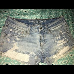 american eagle low waisted shorts